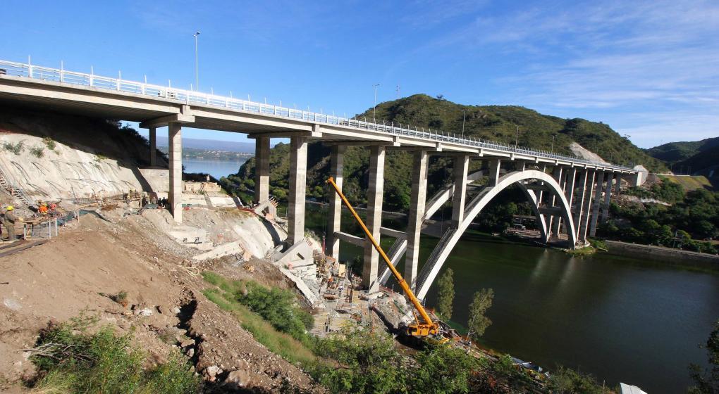 Carlos Paz: Nuevo puente sobre el San Roque, postal lista para inaugurar